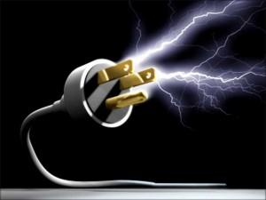 Descarga de eletricidade do raios pode ser transmitida pela rede elétrica ou telefônica